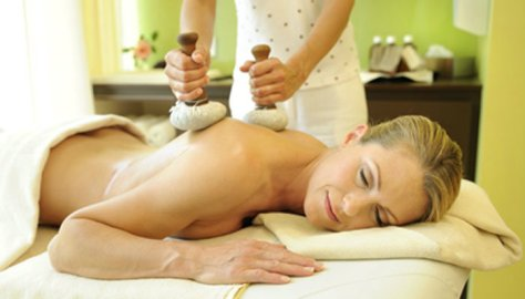 Falkensteiner Hotel & Spa Bleibergerhof - Kräuterstempel-Massage