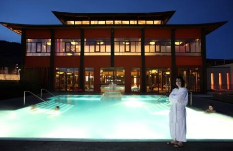 Falkensteiner Hotel & Asia Spa Leoben - Außenansicht bei Nacht